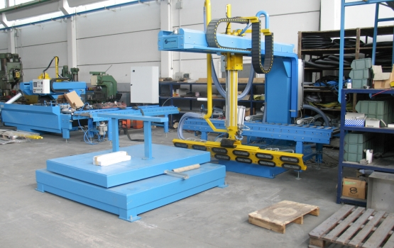 Loading and unloading systems for strips ROBV92i