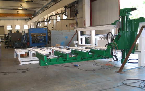 Loading and unloading systems for slabs CL2000