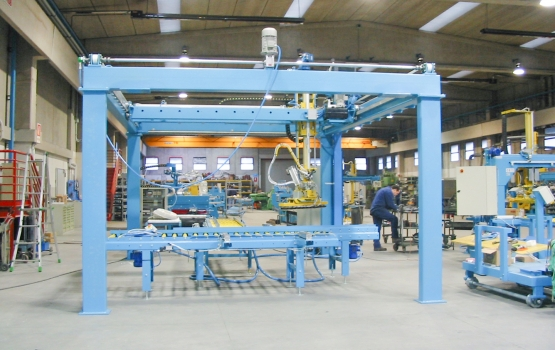 Overturning machine for slabs and strips eoverturning system